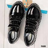 Стильные лаковые женские туфли с люверсами, фото 9