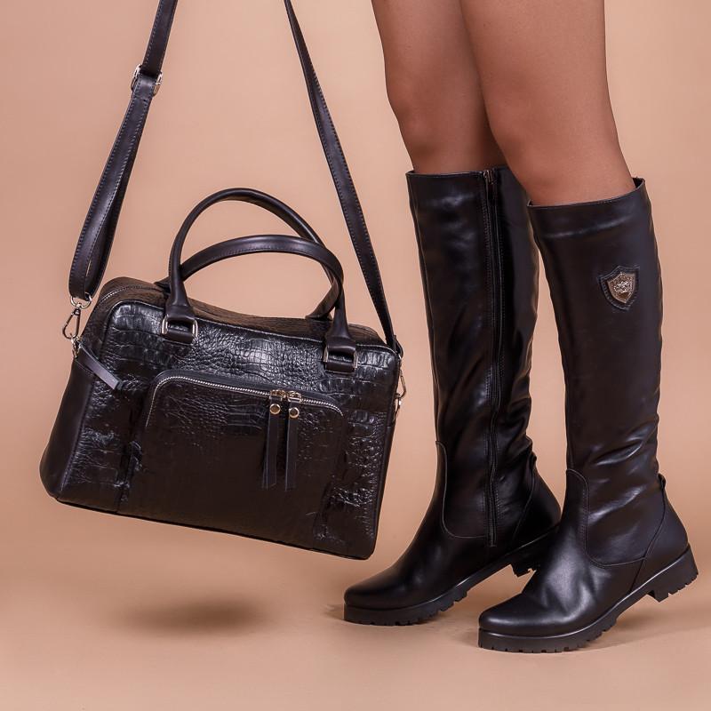 Черные кожаные сапоги на низком каблуке. Пошив на любую голень.