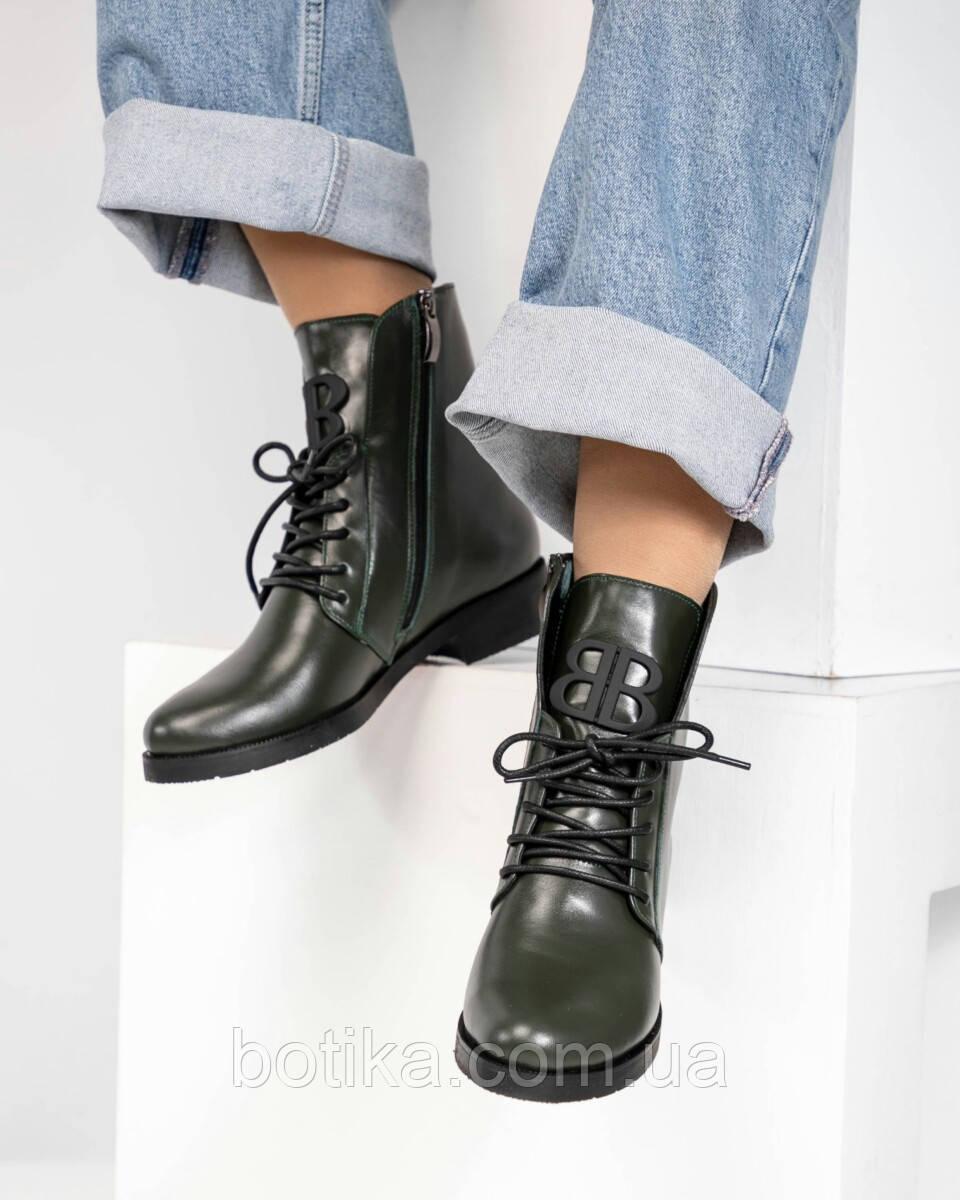 Стильные демисезонные женские ботинки на шнуровке оливковые