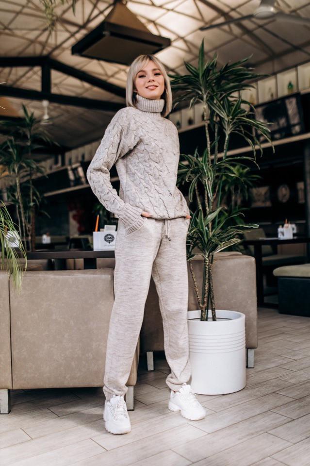 Стильный женский бежевый вязаный костюм   « Ключик «