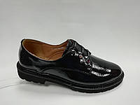 Черные кожаные туфли на низком каблуке . Маленькие размеры (33 - 35).