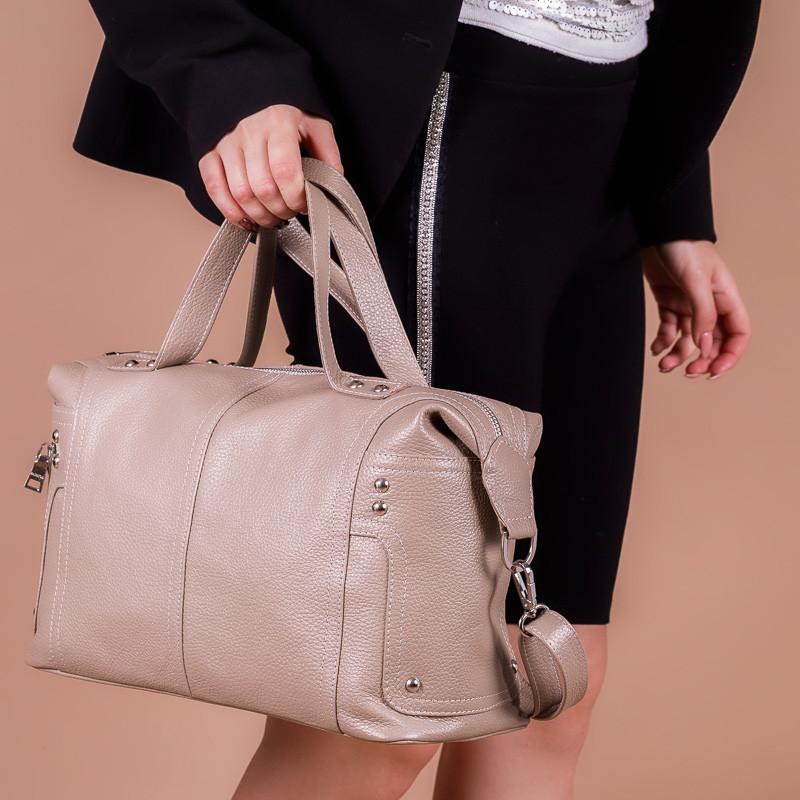 Бежевая большая сумка кожаная с двумя ручками и ремнем не плечо. Цвет любой под заказ.