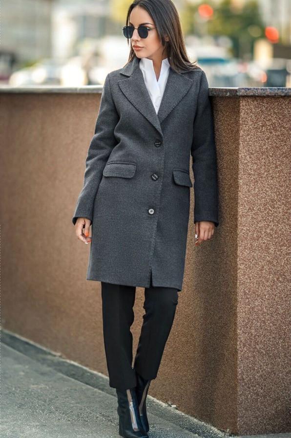 Осеннее женское пальто с отложным воротником