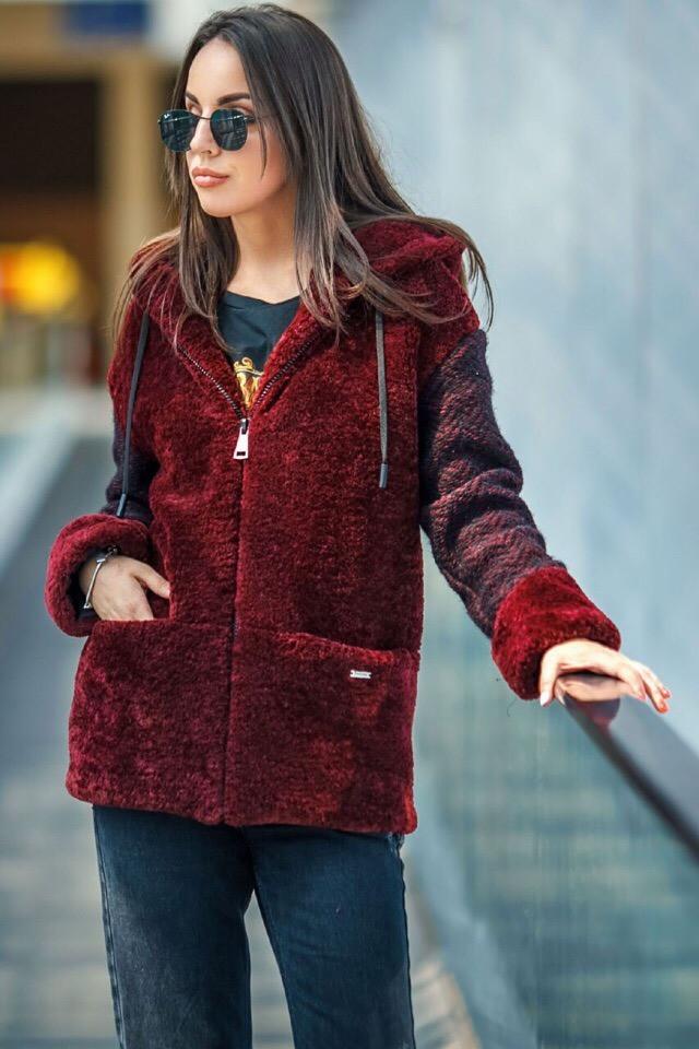Комбинированная осенняя куртка с искусственным мехом каракуля