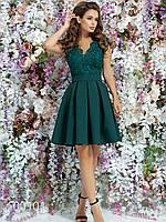 Женское платье с гипюром из габардина