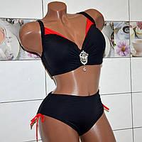 54 размер, модный черный раздельный купальник для красивых дам на завязках с брошью на лифе.