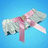 Подвязка на ногу невесты в яркобелых тонах с розовым бантиком