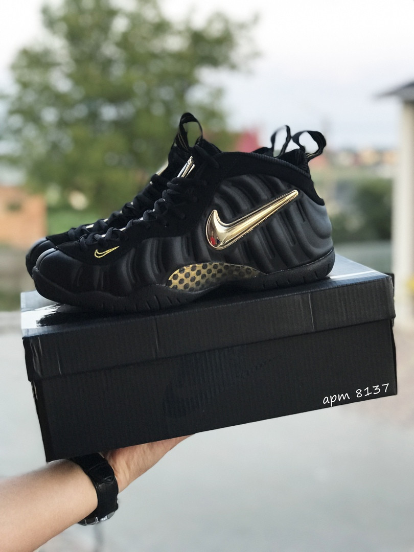 Чоловічі кросівки Nike Air Foamposite Pro (чорно-золотисті)