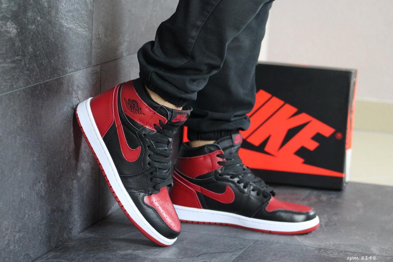 Мужские кроссовки Nike Air Jordan 1 Retro High OG (черно-красные)