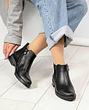 Женские демисезонные ботинки Челси из черной брогированной кожи, фото 3