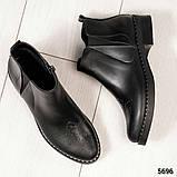 Женские демисезонные ботинки Челси из черной брогированной кожи, фото 4