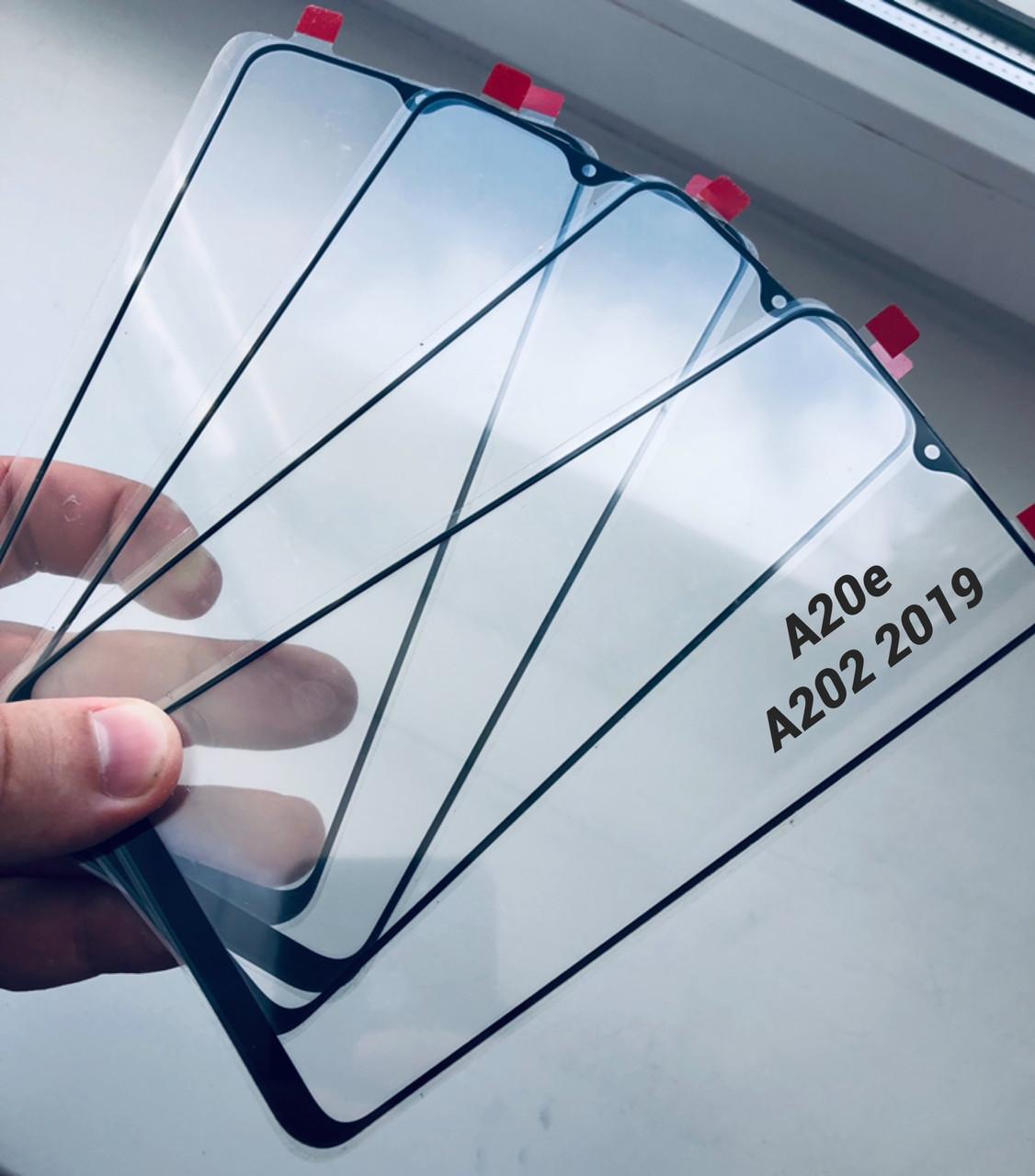 Стекло дисплея для Samsung A202 A20e  черное