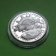 Маршалловы о-ва 50 долларов 1989 г. Космос. Первый интернациональный полет в космос в 1975 г., фото 1