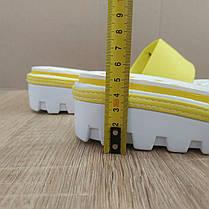 Розпродаж! Шльопанці Nike жовті з чорним шльопанці танкетка . тракторна підошва, фото 2