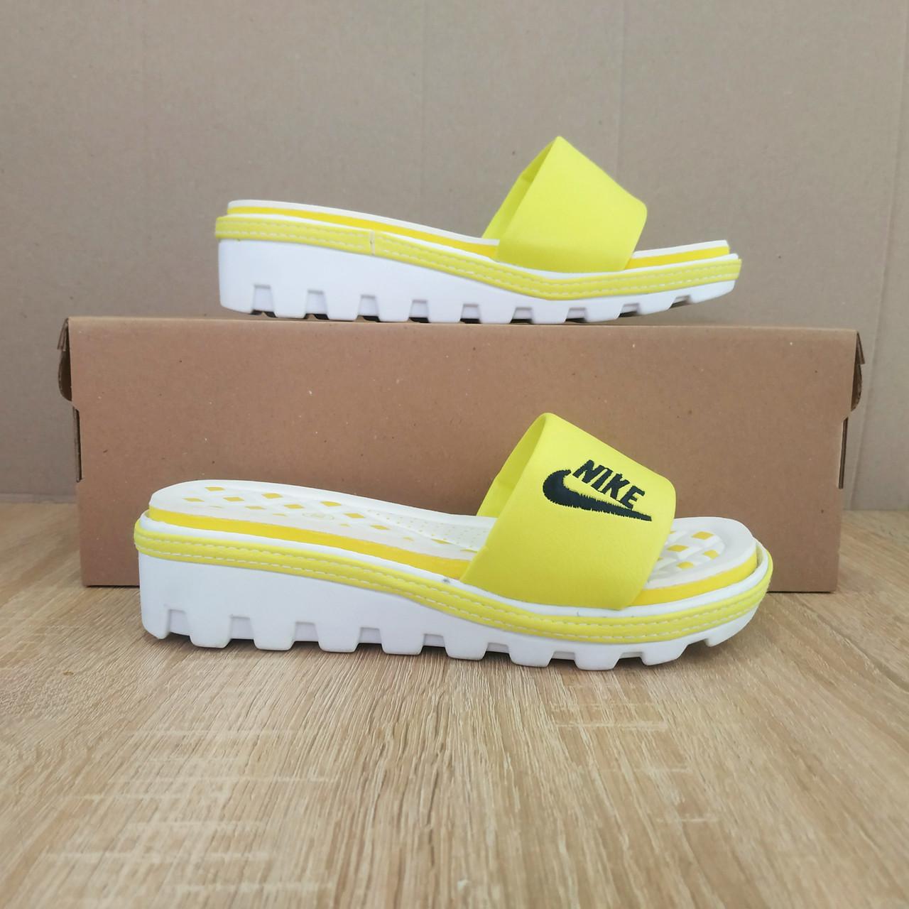 Розпродаж! Шльопанці Nike жовті з чорним шльопанці танкетка . тракторна підошва