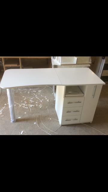 Складной маникюрный стол V457 - отличный подарок для жены - комфортные условия в работе обеспечены!
