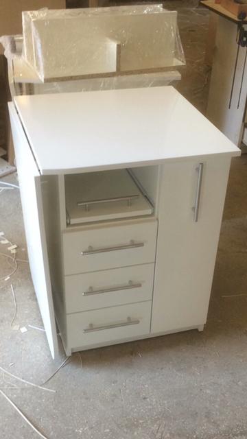 Складной, компактный и одновременно супер функциональный Маникюрный стол V457. Даже в самой малогабаритной студии или кабинете займет свое почетное место!