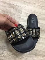 Акция черные шлепки с камнями (уличные тапки) женские в стиле Chanel шлепанцы тапочки, фото 3