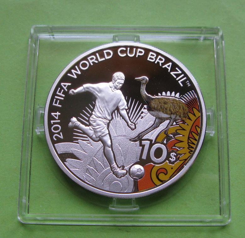 Соломоновы о-ва 10 долларов 2012 г. Футбол ,ЧМ в Бразилии.