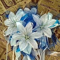 Букетики на ручки машини (комплект) білі лілії з синім фатіном