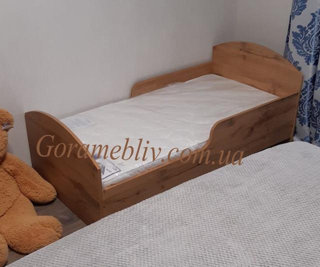 """На фото: детская кровать с защитным бортиком """"Детская Новая"""""""