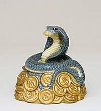 Статуэтка  Змея на монетах к богатству (8см) из фарфора в подарочной коробке