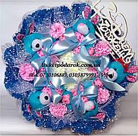 """Букет из игрушек """"Зайки в голубом"""" с Днем рождения"""