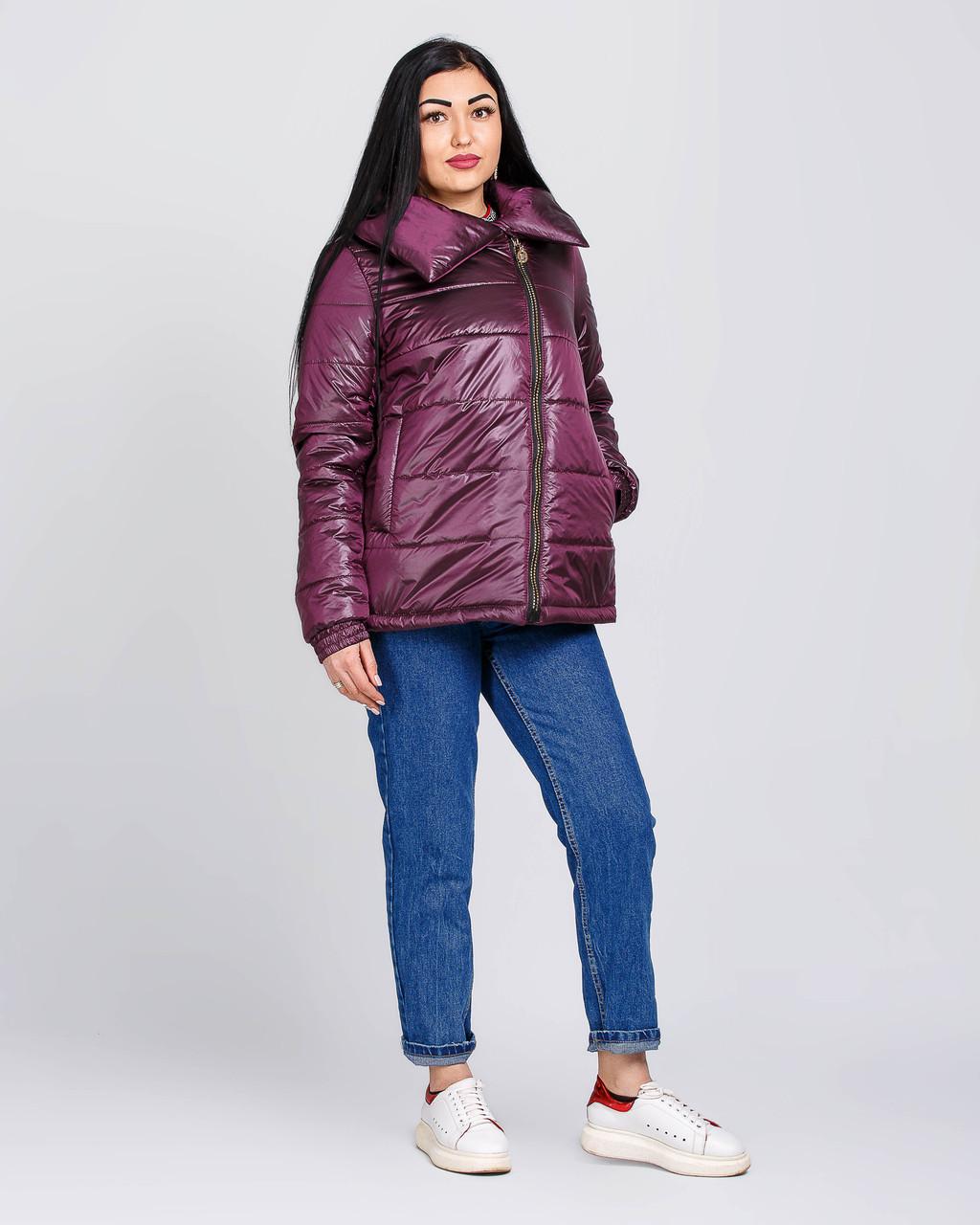 Женская короткая демисезонная куртка из атласа