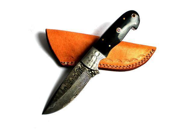 Нож охотничий из дамасской стали рукоять рог буйвола  s-65 ручная работа