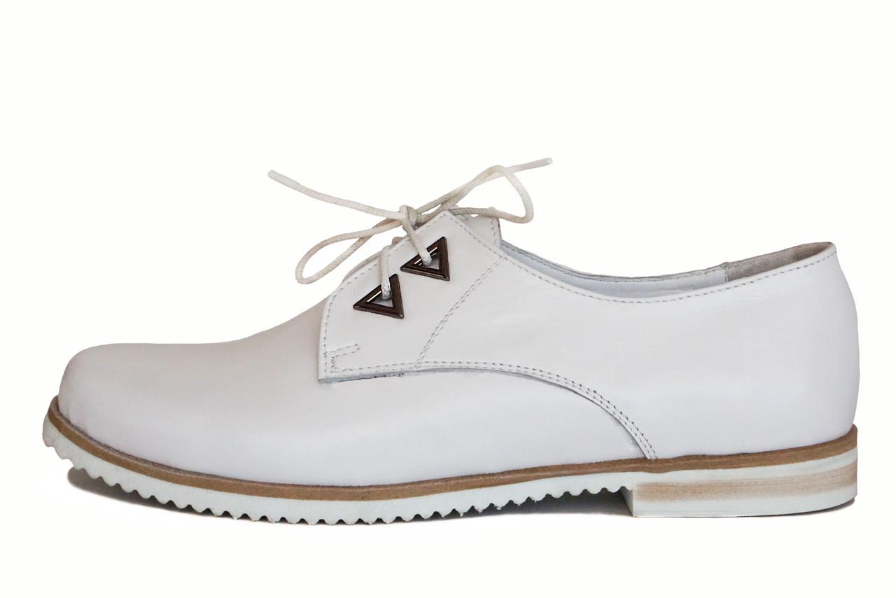 Женские белые туфли на шнуровке