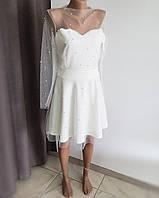 Красивое белое платье с сеткой украшенной бусинками