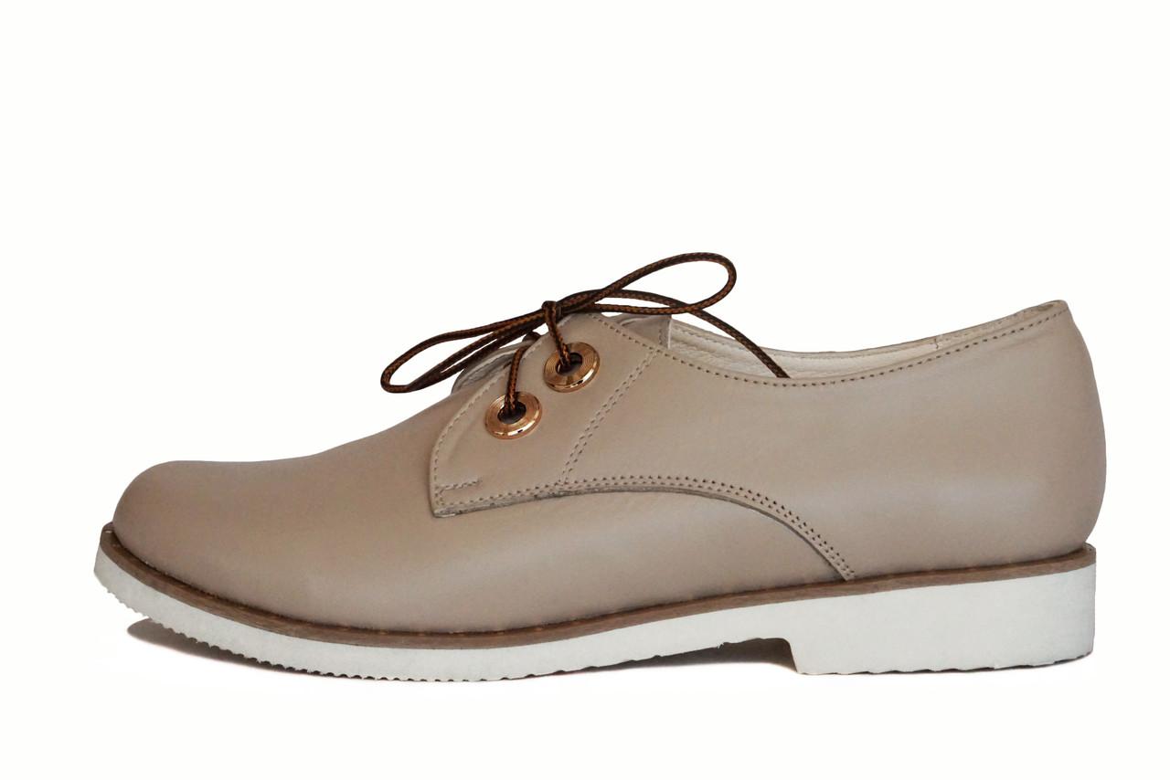 Бежевые женские туфли на шнурках