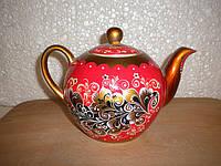 Заварочный чайник с декоративной росписью.