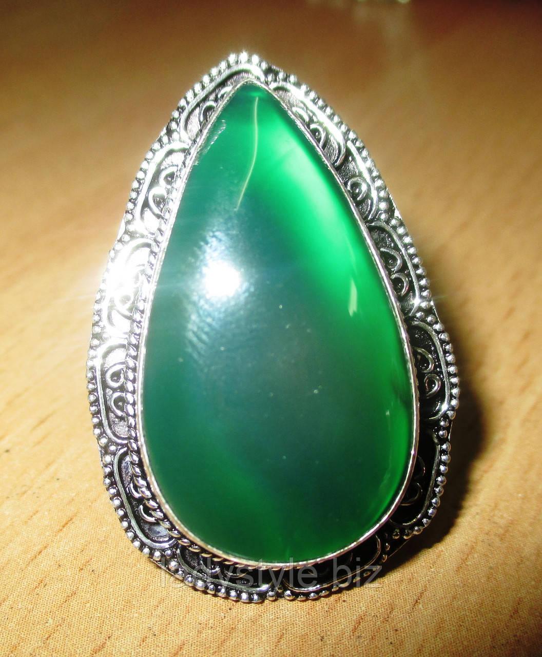 Перстень  с  зеленым ониксом, размер 17.2