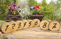 Нумерация столов на деревянных срезах