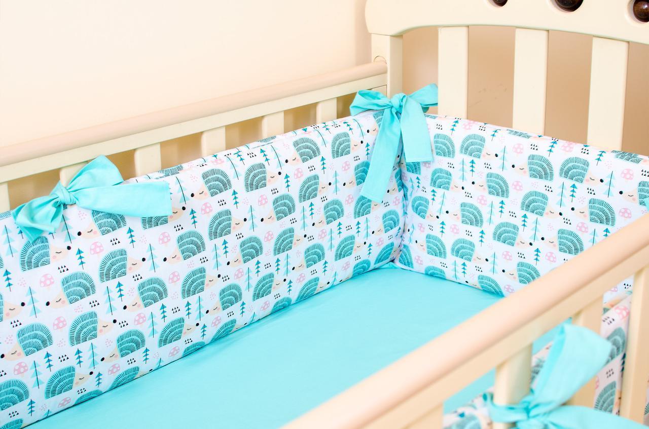 Бортики в детскую кроватку+простынь на резинке BabySoon Мятные ежики 360см х 27см простынь 60см х 120см (527)