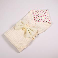 Річний конверт-ковдру на виписку BabySoon 78х85см Рожеві трояндочки з молочним бантом на молочному плюше