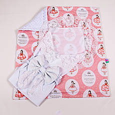 Конверт на виписку річний білий з мереживом + плед принцеси в бальних сукнях з білим плюшем BabySoon 78х85см