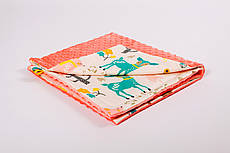 Плед дитячий плюшевий BabySoon 78х85см Лісові історії з плюшем лососевого кольору