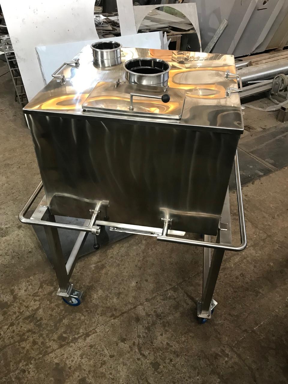 Емкость - тележка для транспортировки сыпучих 350 литров