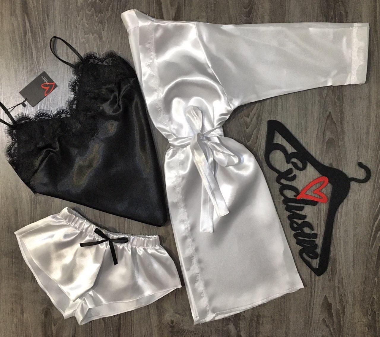 Білий атласний халат+піжама з мереживом жіночий набір