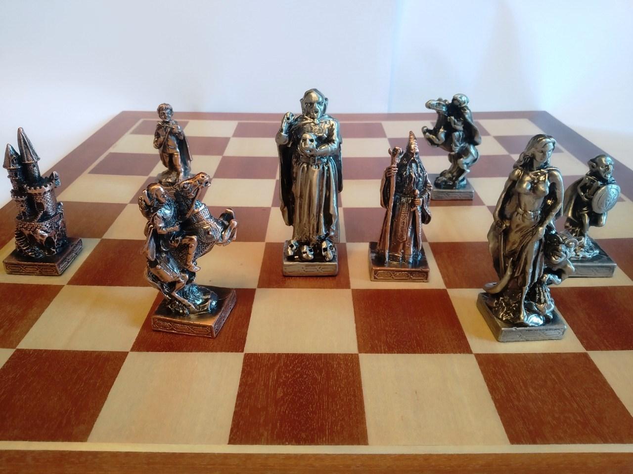 Шахматы металлические 50*50 см Воины Света и Тьмы на деревянной доске