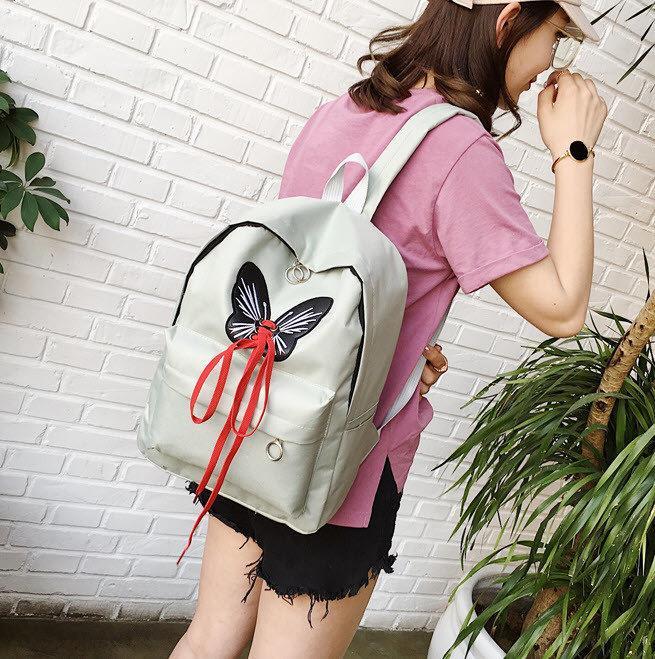 Рюкзак для девочек с бабочкой и шнуровкой.