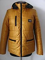 Короткая зимняя куртка цвет горчица, с капюшоном, из плотной плащевочной ткани р.42, код 2624М