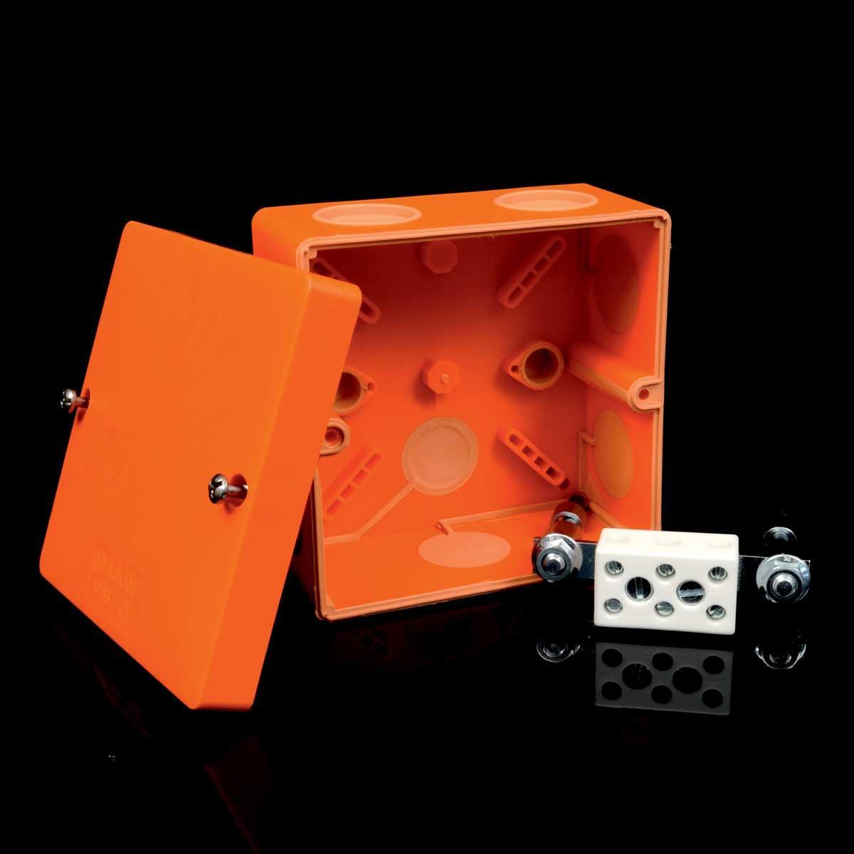 Коробка вогнестійка IP 66,   керамічна клема 3х10мм; клас Е90; розміри 101х101х46,6мм