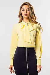 Желтая блузка с галстуком