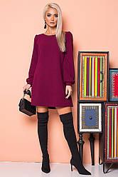 Бордовое платье со сборками на плечах