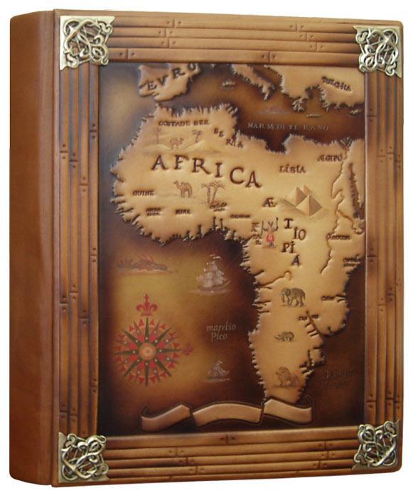 """Фотоальбом в кожаном переплете с художественным тиснением и дизайнерскими листами """"Африка"""""""