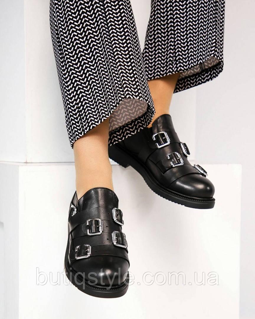 Жіночі чорні туфлі на низькому ходу натур. шкіра з пряжками
