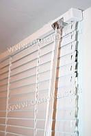 Горизонтальные жалюзи белые на пластиковые окна 25мм, №451 белый